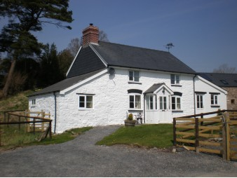 Blaenglanhanog Holiday Cottage